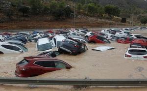 El primer zarpazo de la DANA causa dos muertos y un caos inédito en el Levante