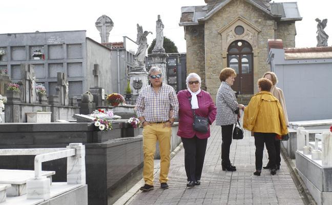 El arzobispado aprobará en octubre el arreglo del cementerio de Trasona
