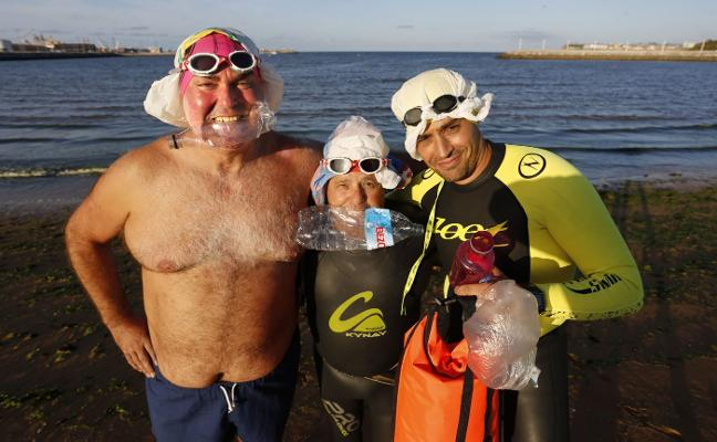 Brazadas contra el plástico en la mar