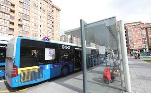 Tres heridas leves tras un frenazo brusco del autobús de Avilés en el que viajaban