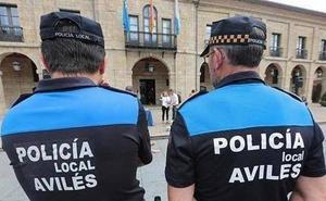 Un ciclista ebrio se cae de la bici y zarandea a un policía en Avilés