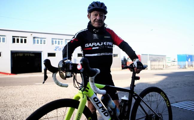 Quidiello celebra su 86 cumpleaños con la promesa de ir en bici a Covadonga