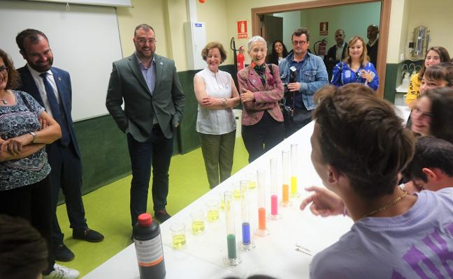 Adrián Barbón presume del sistema educativo asturiano «de primer nivel»