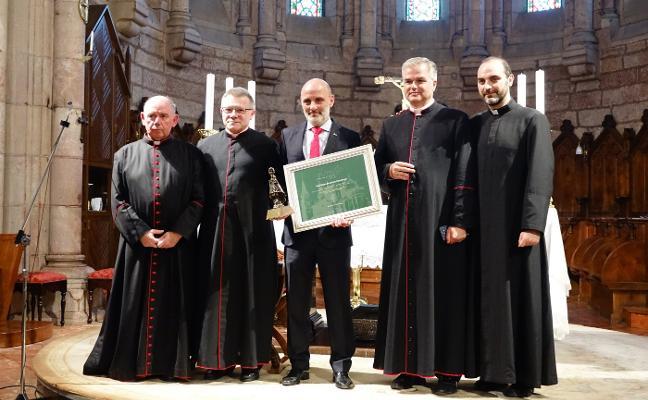 El Grupo, distinguido en el 'Arraigo' en Covadonga