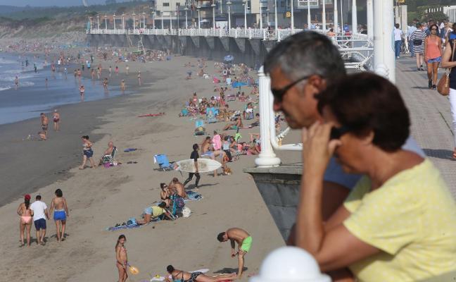 Finaliza la temporada alta de playas con una bajada de bañistas en Castrillón