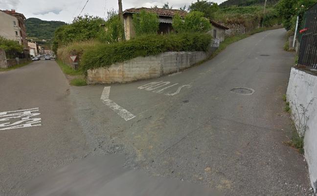 El niño atropellado en Cornellana cuando iba en bicicleta, con respiración asistida en el HUCA