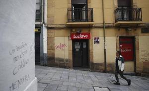 Un menor de 17 años, detenido tras apuñalar a un trabajador que le prohibió la entrada a un pub en Oviedo