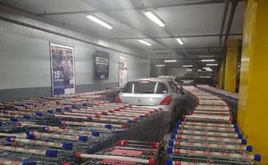 La venganza de los empleados de un supermercado con un cliente que aparcó donde no debía