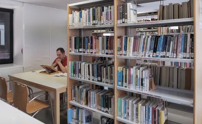 Las bibliotecas del Principado empiezan el curso sin dinero para comprar libros