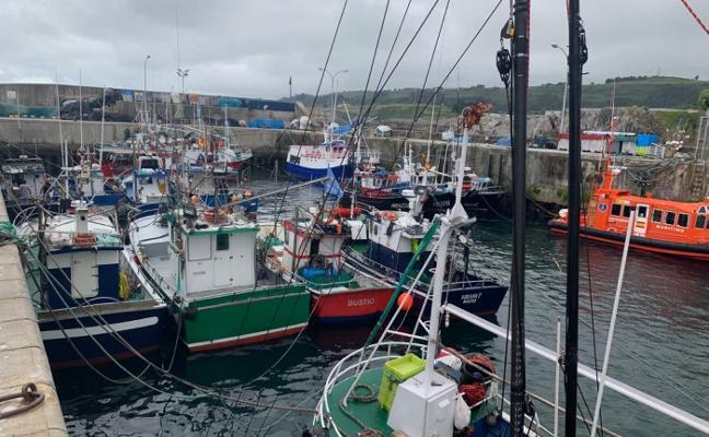 Los pescadores llaniscos reclaman «un puerto más amplio y moderno»