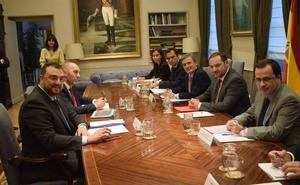 Fomento promete a Barbón un plan de choque para solventar el caos de Feve en Asturias