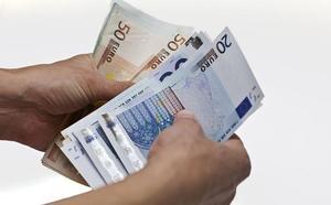 Los españoles piden sueldos similares para todos y más protección de 'papá Estado'