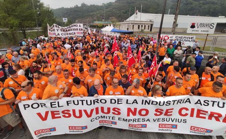 Marcha en Langreo por el futuro de Vesuvius