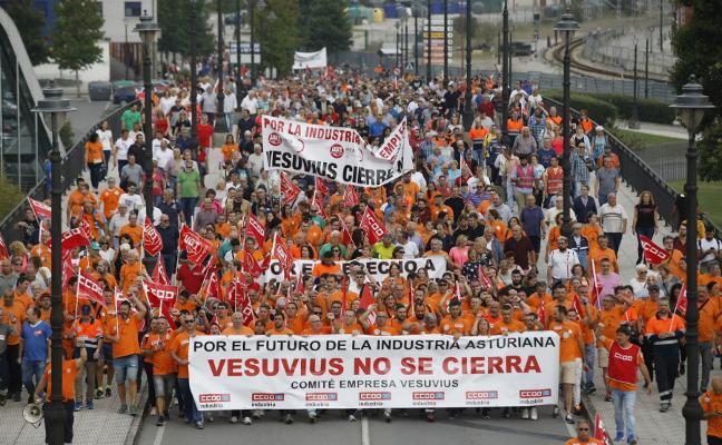 La cuenca del Nalón clama en las calles contra la «deslocalización premeditada» de Vesuvius