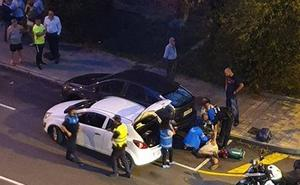 Choca contra dos coches aparcados después de sufrir un desvanecimiento en Avilés
