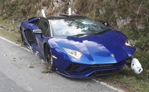 Herido tras estrellarse con su Lamborghini en el Fitu