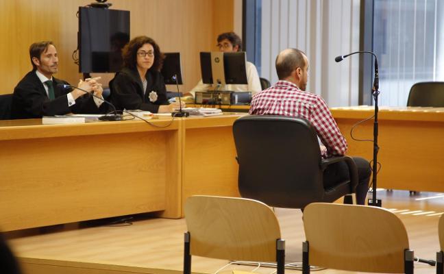 El acusado de insultar a Carmen Moriyón acepta el pago de 1.580 euros