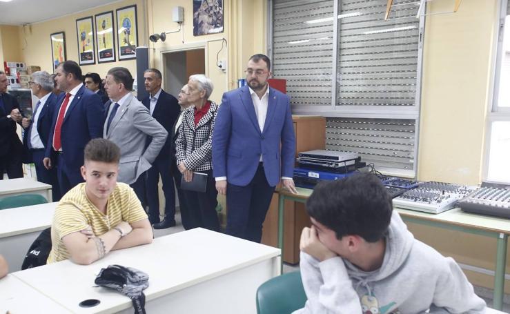 Barbón inaugura el nuevo curso de FP en Cerdeño