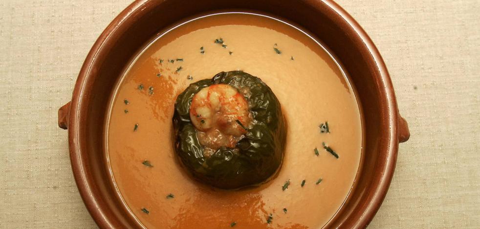Pimientos rellenos de marisco en salsa verde