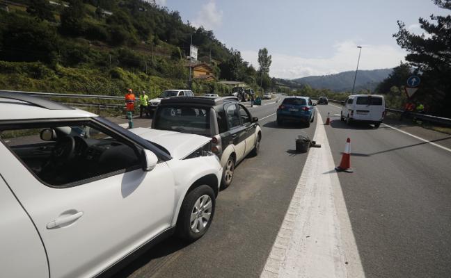 Tres heridos en un accidente de tráfico en el corredor del Nalón
