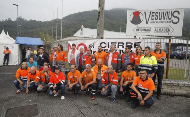 La plantilla exige a Vesuvius que «entre en razón» y retire el ERE para negociar
