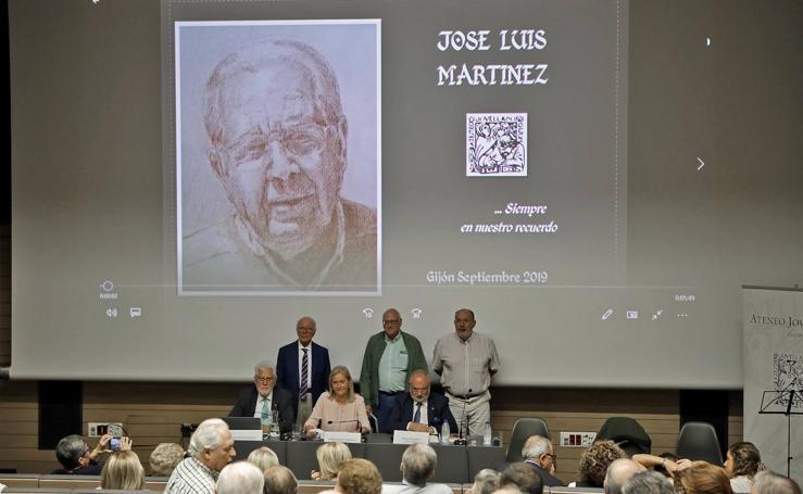 El Ateneo Jovellanos rinde homenaje a su eterno presidente