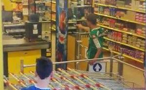 Detenido tras mostrar una pistola de juguete en un supermercado de Versalles