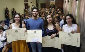 Cuatro alumnos del Jovellanos reciben el premio Aurelio Menéndez a la excelencia