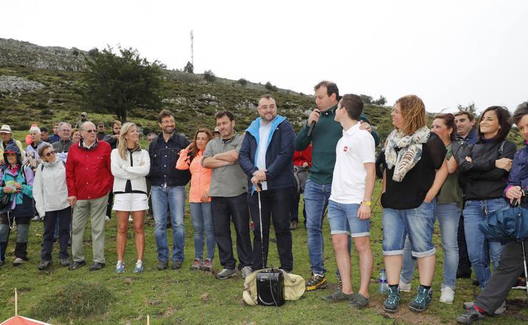 Adrián Barbón acude al homenaje de las víctimas de Funeres