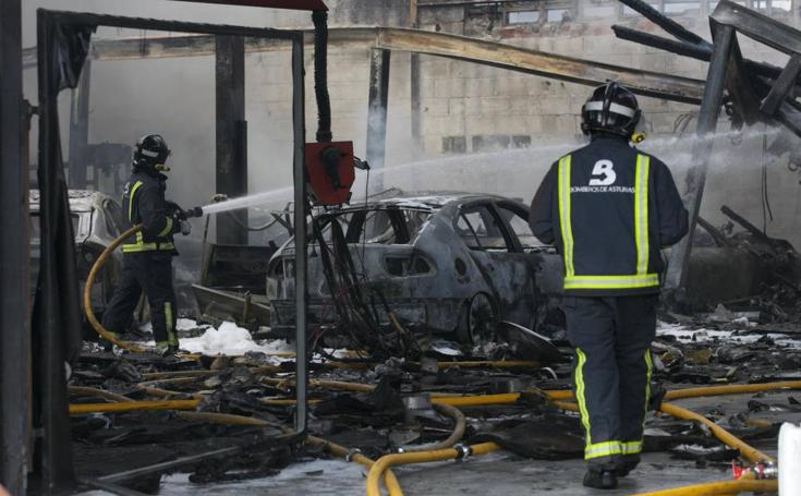 Incendio en un taller mecánico de Meres, en Siero