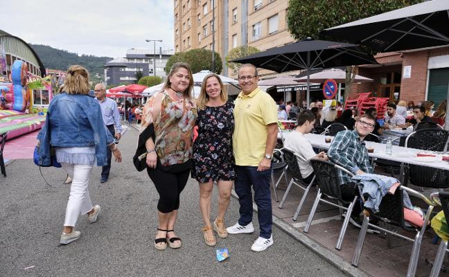 El bollo y la fiesta salen del centro a los barrios de la ciudad