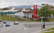 Vecinos contrarios a la gasolinera de Viñao advierten de irregularidades en los tanques
