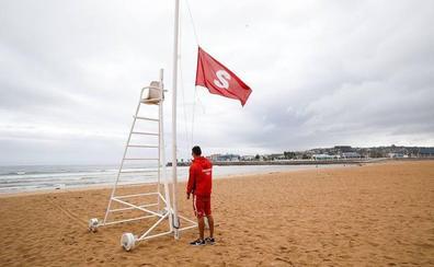 Aurelio Martín: «Es la primera vez que se cierra la playa de forma preventiva»