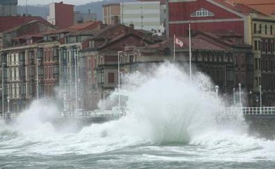 Aviso amarillo en toda la costa por olas de cinco metros