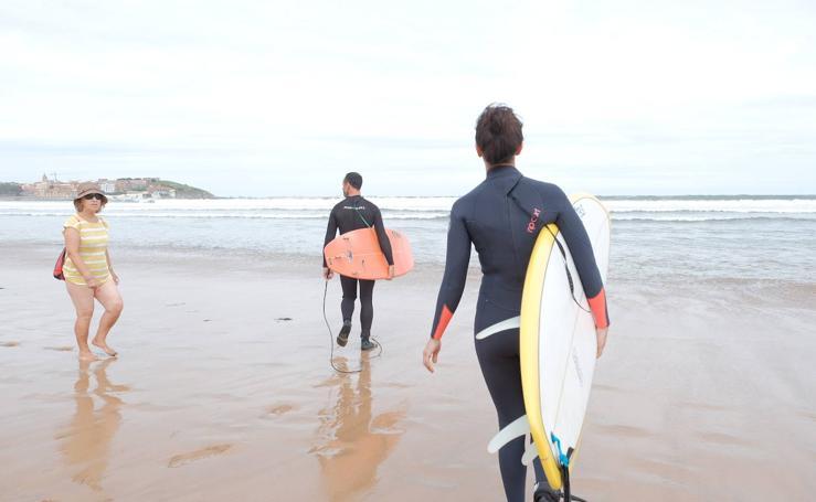 Reabierta al baño la playa de San Lorenzo