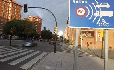 Un radar 'caza' a un BMW por Gijón a 147 kilómetros por hora