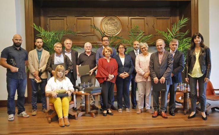 Homenaje de los Serenos de Gijón a los ediles de empleo