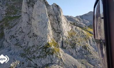 Rescatan a un montañero que se lesionó cuando realizaba una ruta en Cangas de Onís