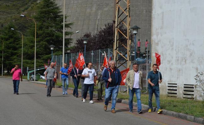 Personal de seguridad de la térmica del Narcea protesta por su situación laboral