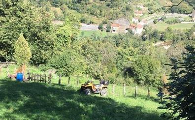Un vecino de Gijón de 57 años muere tras volcar con su quad en Aller