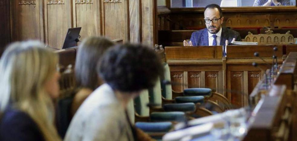 La Academia de la Llingua alerta de que evitar que Piñán hable en asturiano en la Junta es «una anomalía democrática»