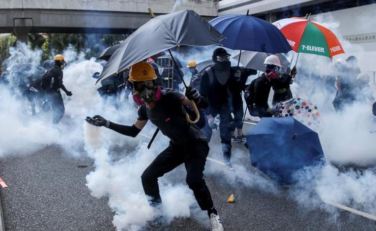 Escalada de violencia en Hong Kong