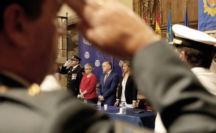 La Policía Nacional de Gijón entrega sus condecoraciones en el día de su fiesta