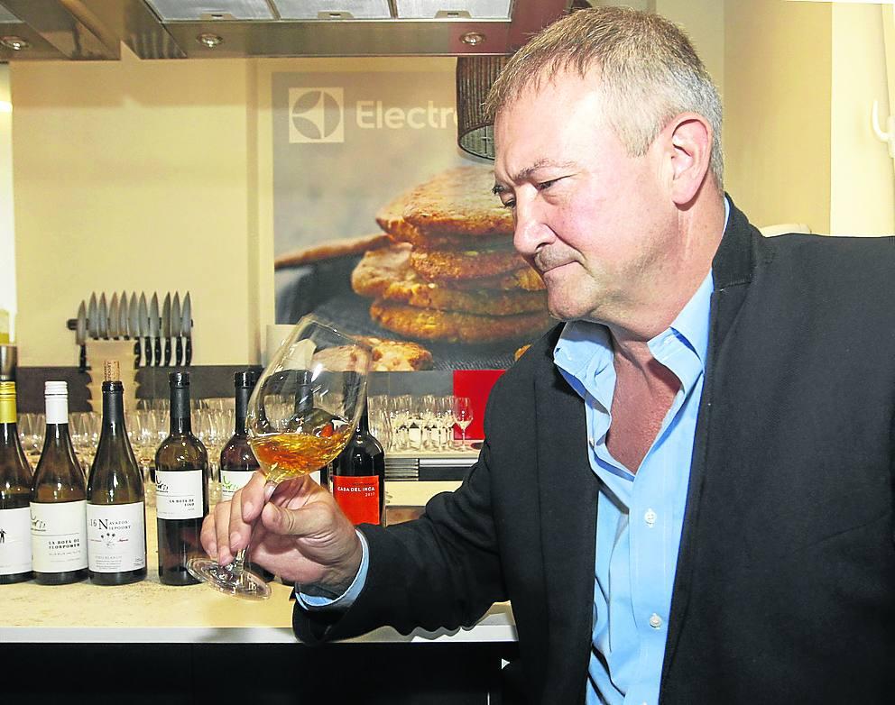 Jesús Barquín: «Es deseable seguir la costumbre de tomar uno o dos vinos con la comida»