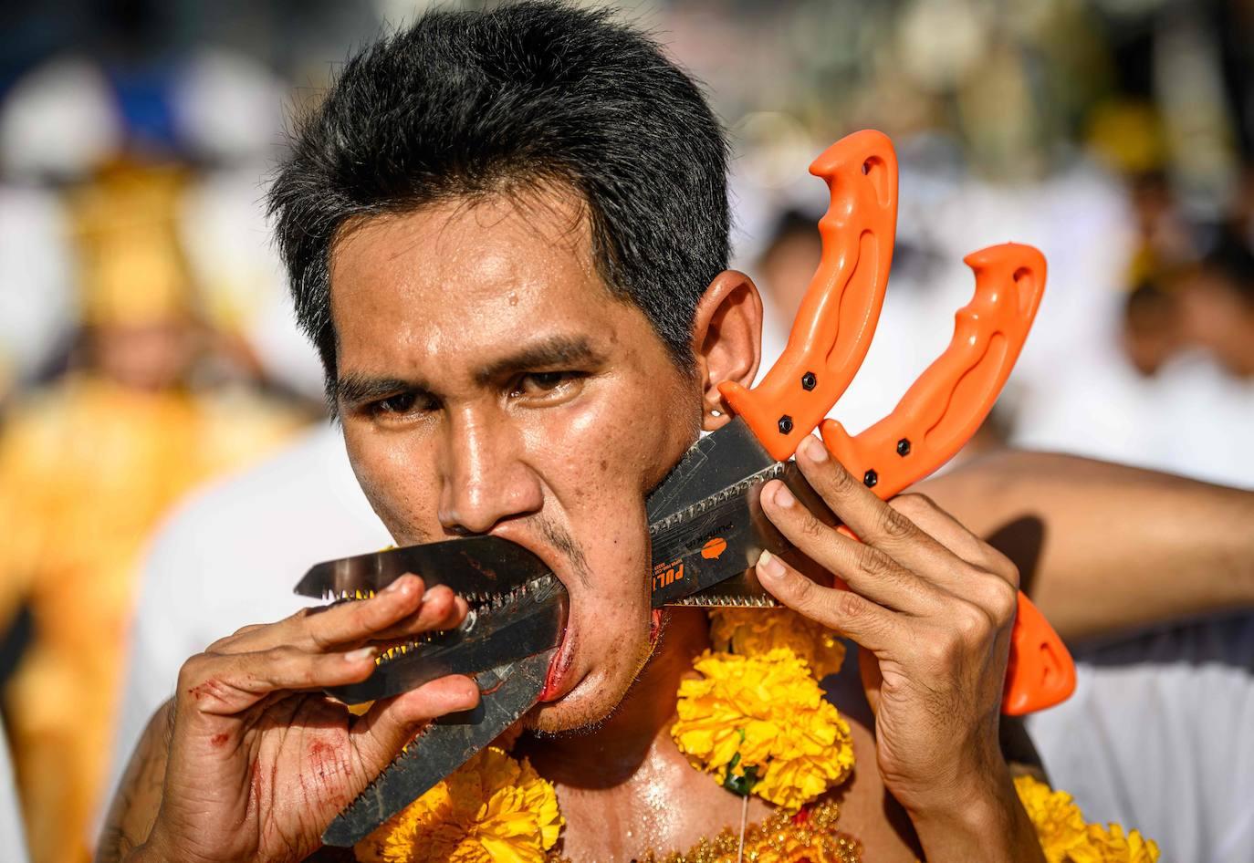 El Festival Vegetariano de Phuket deja imágenes impactantes