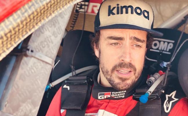 Fernando Alonso paga la novatada en Marruecos en una etapa 'rompecoches'