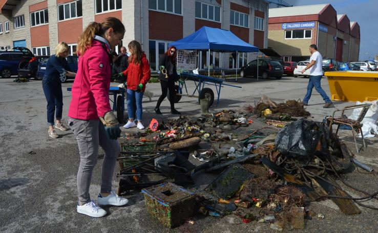 Menos kilos de basura en el fondo marino del puerto de Cudillero