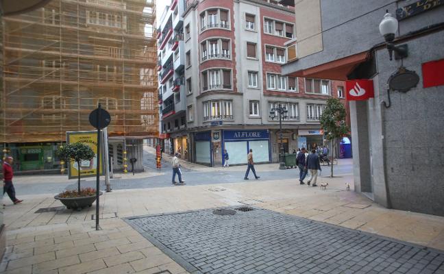 El Ayuntamiento de Avilés blinda los accesos al casco histórico con otro bolardo
