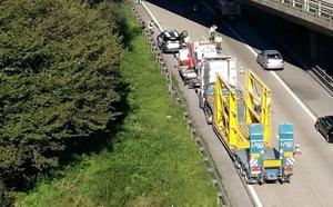 Tres horas de retenciones en la 'Y' por el choque de un camión contra un pilar