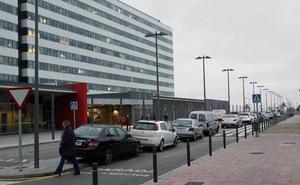 El Ayuntamiento de Oviedo niega un uso indiscriminado de la grúa municipal en el HUCA